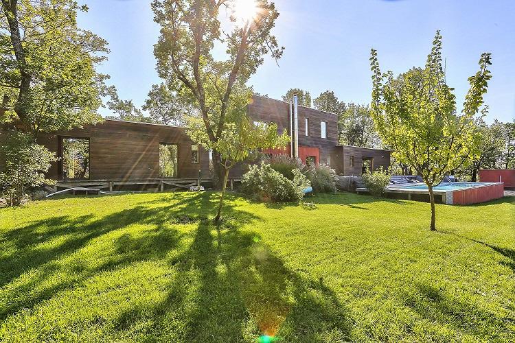 achat-vente-maison-bioclimatique-ossature-bois-uzes-immobilier-insolite-les-archineurs