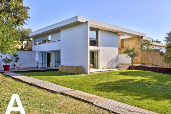 buy-sell-contemporary-architect-house-french-real-estate-nimes-real-estate-les-archineurs