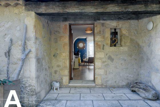 achat-vente-loft-story-mas-camarguais-aigues-mortes-immobilier-insolite-les-archineurs