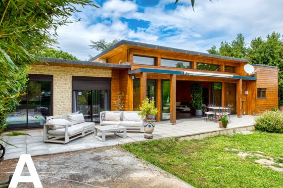 maison-en-bois-avant-gardiste-proche-de-sommieres-immobilier-insolite-les-archineurs